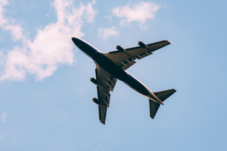 Chuyển phát hoả tốc hàng hoá bằng đường hàng không giá rẻ